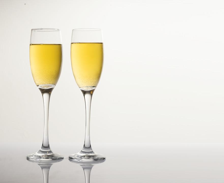 kieliszki i szampan